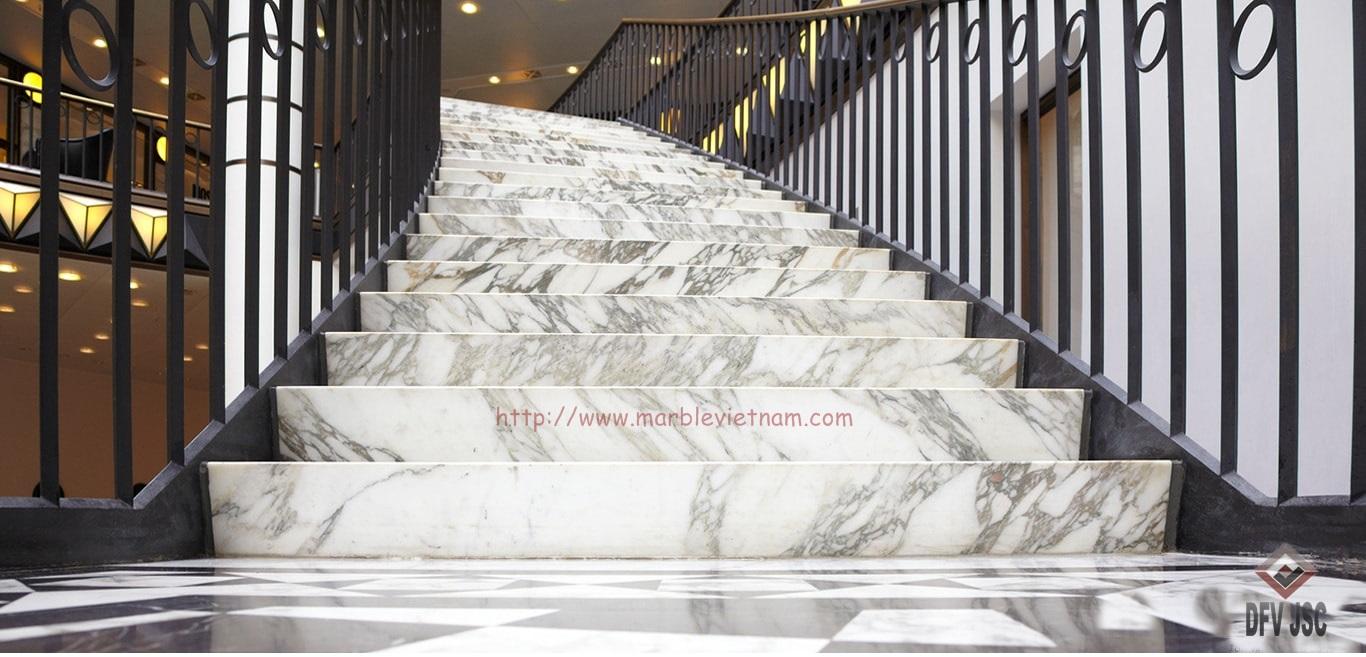 Cầu thang đá cẩm thạch